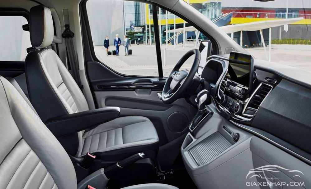 BUỒNG LÁI CỦA FORD TOURNEO 2019