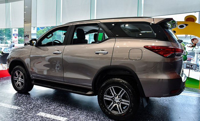 than-xe-toyota-fortuner-2021